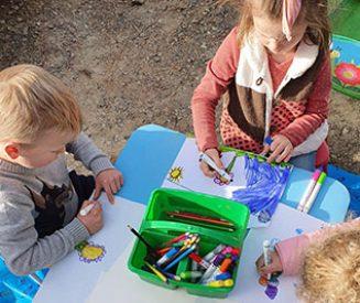 Activity-Children-Drawing-Socialise
